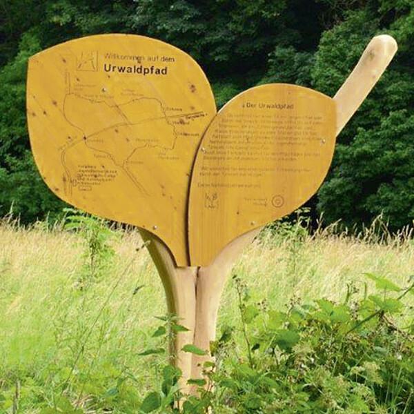 Foto: Eingangstafel Urwaldpfad
