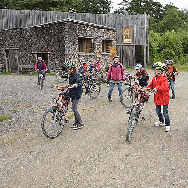 Foto: Radweg vor der Umweltbildungsstation im Nationalpark Hainich
