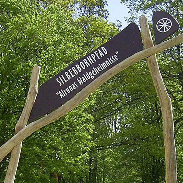 Foto: Eingangstafel zum Erlebnispfad Silberborn